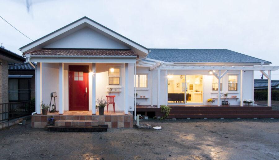 赤い玄関のお家